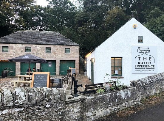 The gin Bothy from the roadside old angus bothy